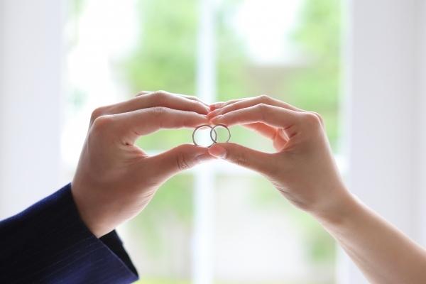 「私たち婚約してるんです!」
