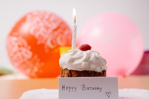 順当にいけば、ハッピーな誕生日会になるはずですが……?