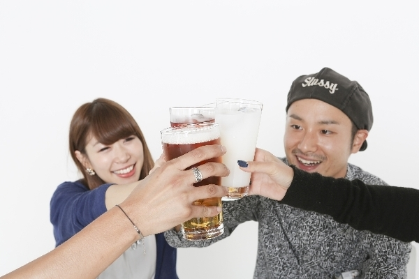 飲み会を思いっきり楽しめるのも独身時代だけ!?