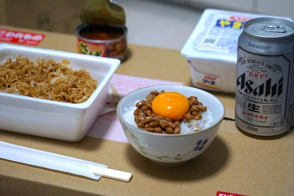 柿ピー炒飯、NTKG、ペヤングそばめし… あなたにとっての贅沢貧乏メシは?
