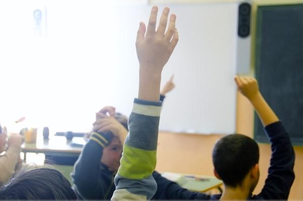 「目をつぶって手を挙げてください」小学5年生で守らなくなる約束