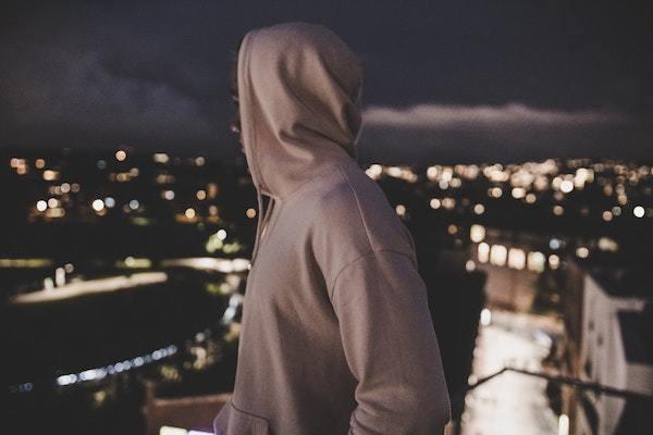 後悔は夜に生まれる…?