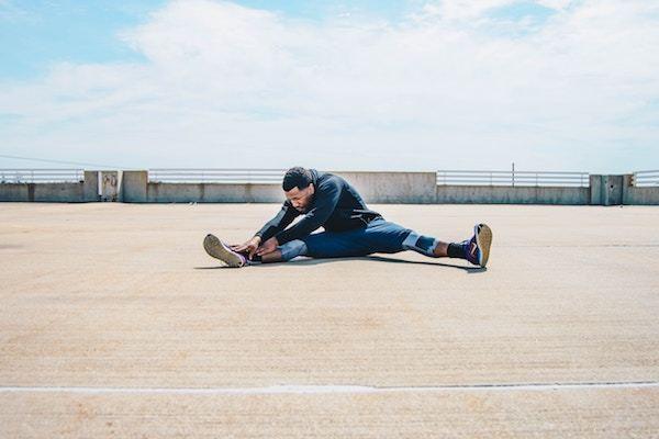 柔軟体操中の「押すなよ!」はフリじゃない… 身体が硬くて困ること