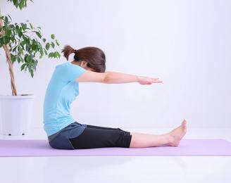 長座体前屈で腕を曲げてスタート…… 体力テストでやりたくなるズル