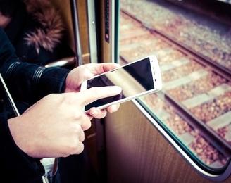 びっくりサイトから「ギャー!」…… 電車内で不意にスマホが鳴って焦ったこと