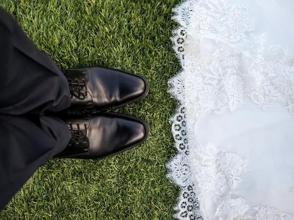 肉体的・経済的観点から男性の「結婚適齢期」を分析